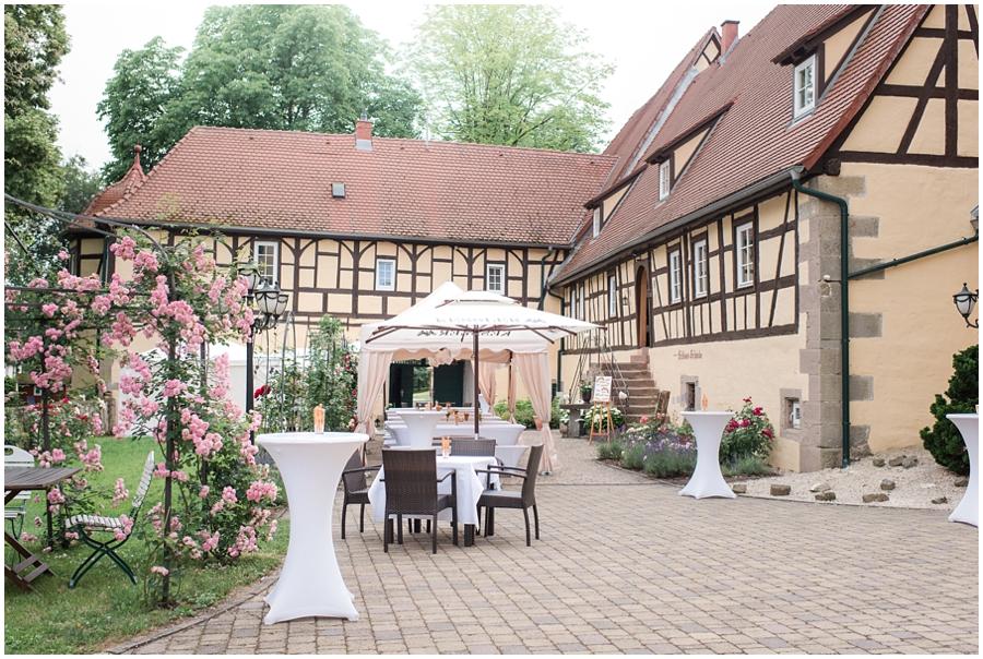 Junihochzeit-auf-Schloss-Mühlhausen-an-der-Enz