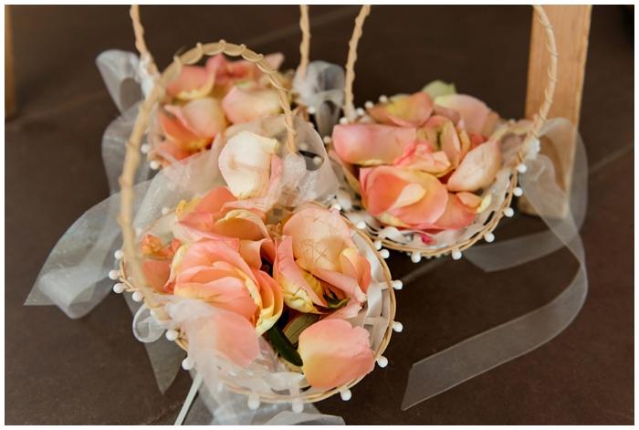 Hochzeit-im-Grenzhof-in-Heidelberg-Brautpaar-Blütenkorb