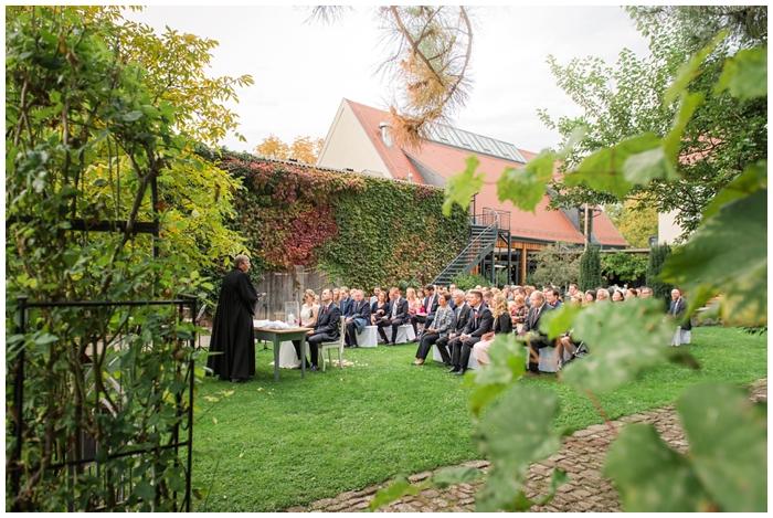 Hochzeit-im-Grenzhof-Heidelberg-kirchliche-Trauung-im-Freien